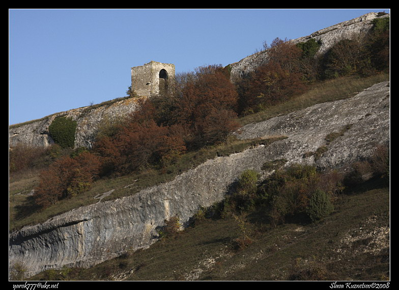 Вигляд башти з ущелини Черкес-Кермен
