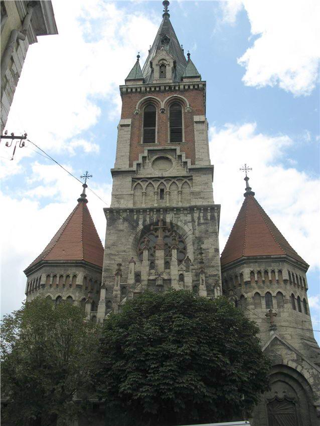 Башта на головному фасаді