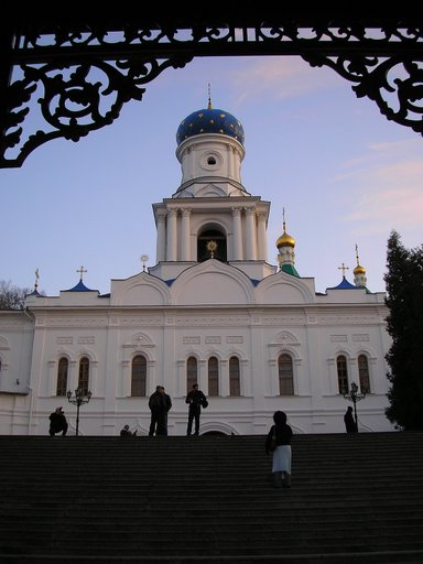 Трапезна з Покровською церквою і дзвіницею