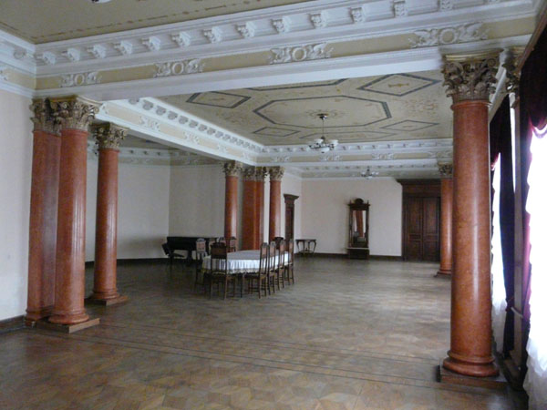 Панська парадна їдальня – найефектніша зала палацу Тарновських