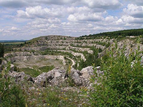 Скелі біля села