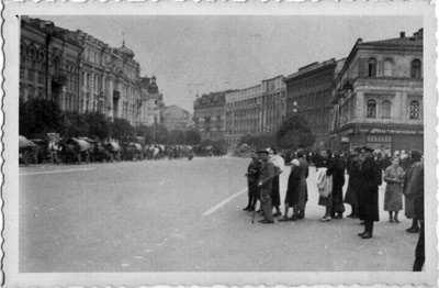 1941 г., 19 сентября Киевляне и немецкая колонна на Крещатике
