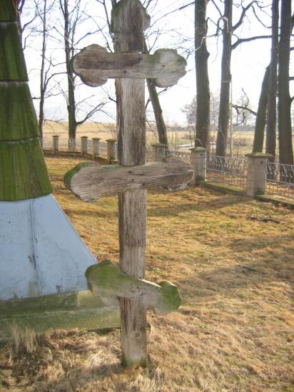 [2003..2005 р.] Хрест 2 біля церкви