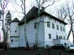 Dwór w Jeżowie Dwór zbudował w I połowie XVI w. kasztelan krakowski Jeżowski herbu Strzemię. Jest jednym z…
