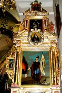 Prawy barokowy druga połowa XVII wieku, z obrazami: w polu środkowym św. Walentego, za zasuwie św. Floriana, w predelli Cud…
