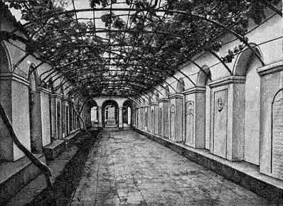 [1985 г.] Дворик-коридор