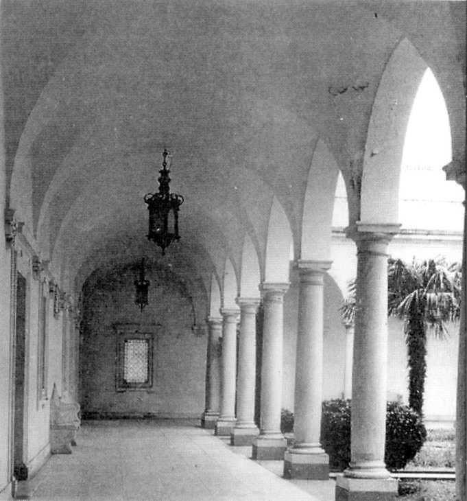 Галерея італйіського дворика