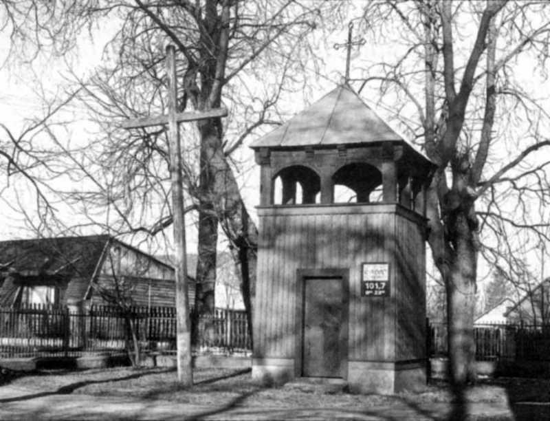 Дзвіниця. Фото Богдана Мартинюка, квітень 1998 р.