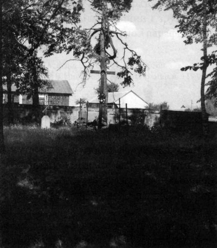 Місце церкви. Фото Богдана Мартинюка, травень 1999 р.