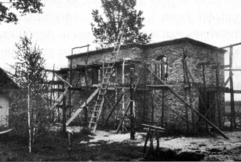 Церква в процесі будівництва. Фото автора, червень 1998 р.