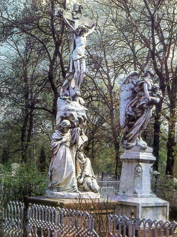 Петропавлівський цвинтар у Сумах. Могили родини Харитоненків. Скульптор Аристид Круазі.…