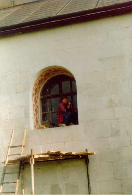 Реставрація фресок і вітража південно-західного вікна