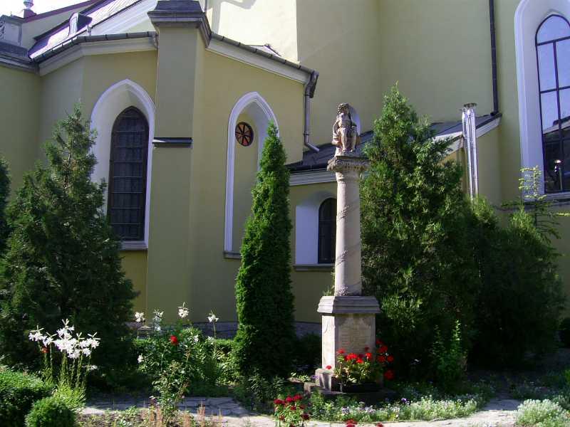 2007 р. Фрагмент південного двора зі статуєю Христа в темниці