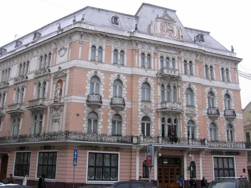 2008 р. Фасад з боку пл.Міцкевича