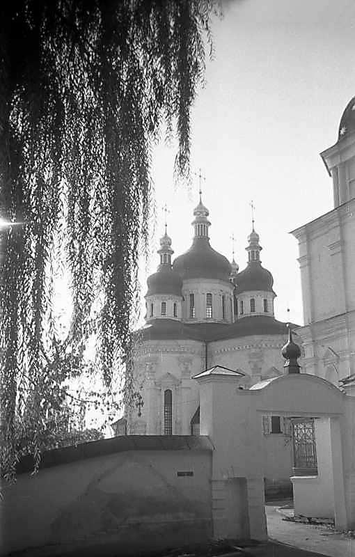 1975 р. Брама і Георгіївський собор. Вигляд з північного заходу
