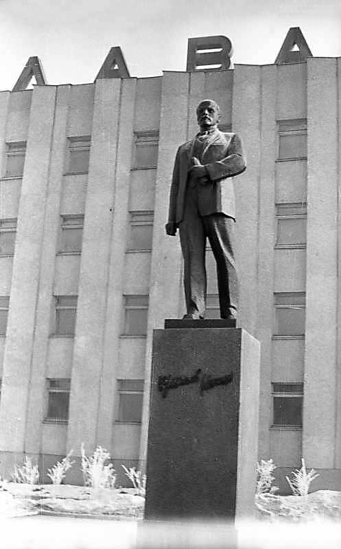 1976 р. Пам'ятник В.І.Леніну