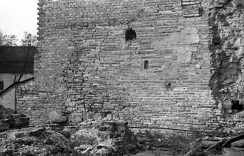 1977 р. Фрагмент південної стіни. Вигляд з півдня