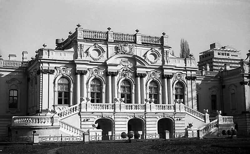 1977 р. Центральна частина паркового фасаду