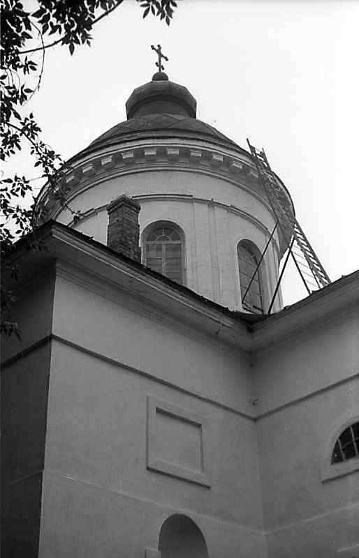 Церква на правому березі р.Гнилоп'ять, на захід від кляштору