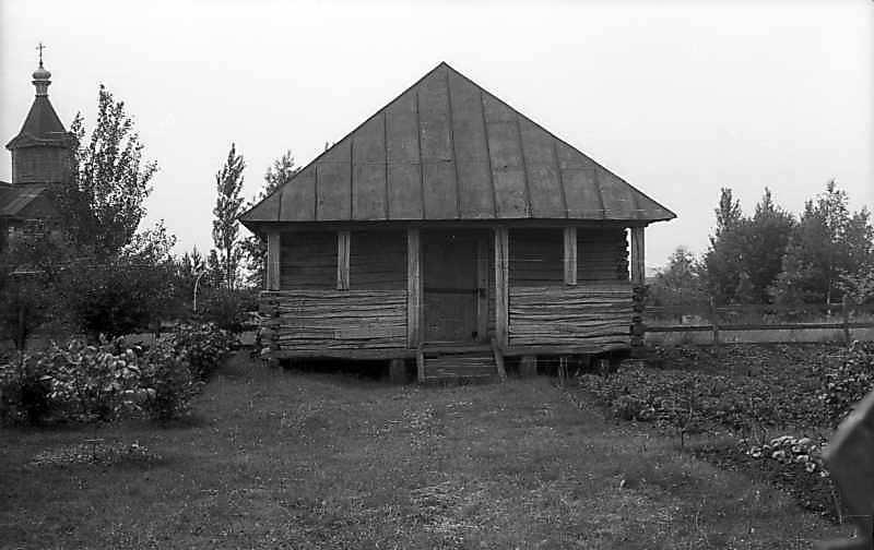 1977 р. Комора. Фронтальний вигляд