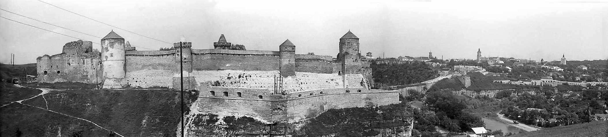 1977 р. Панорама замку і Старого міста з півдня