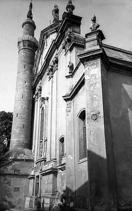 1977 р. Головний фасад у ракурсі. Вигляд з південного заходу