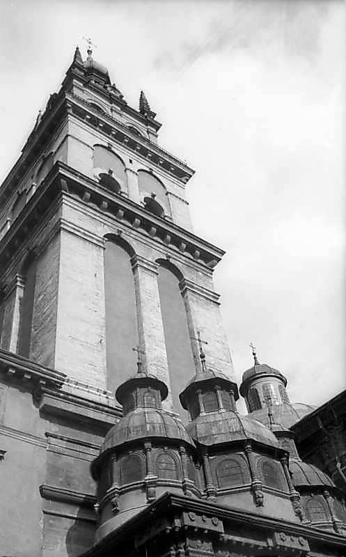 1977 р. Верхи каплиці і башта. Вигляд з північного заходу