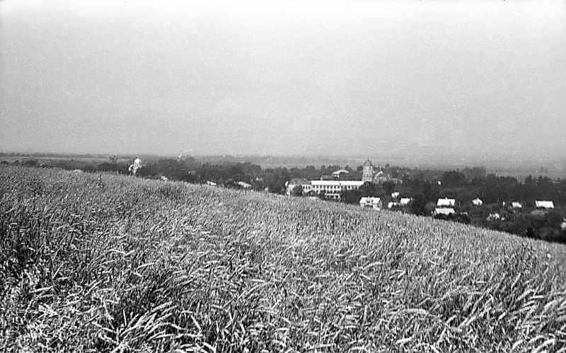 1977 р. Панорама з церквою і костелом зі сходу