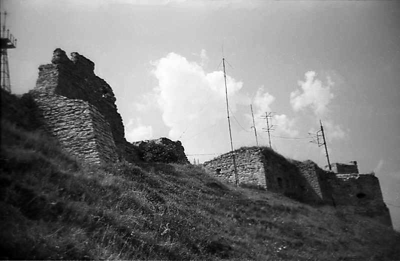 1977 р. Фрагмент північного муру і західна башта. Вигляд з північного сходу