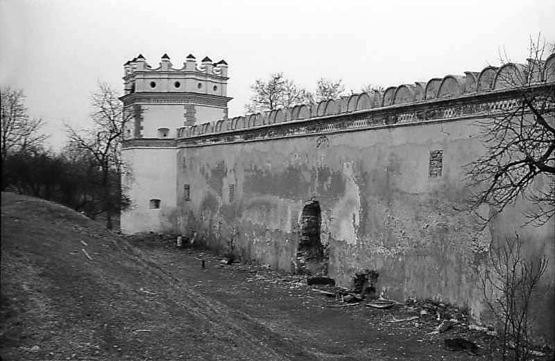 1978 р. Південно-східна башта і східна стіна. Вигляд з північного сходу