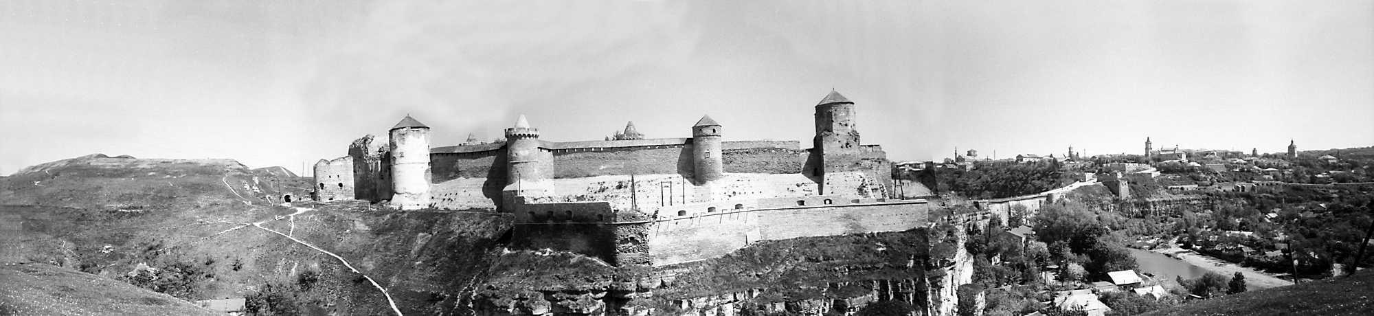 1979 р. Панорама Нового і Старого замків та Старого міста з півдня