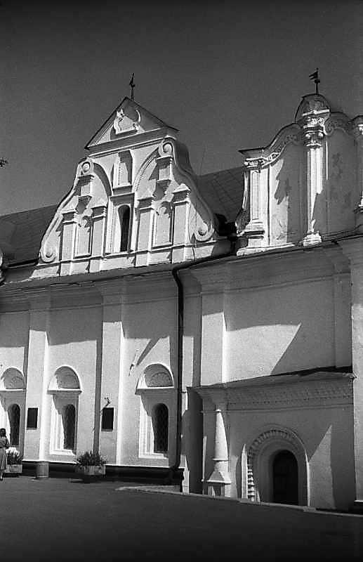 1983 р. Фрагмент західного фасаду з фронтонами 3 і 4