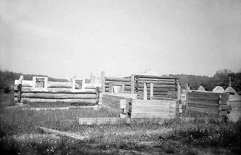 1983 р. Хата у процесі будівництва