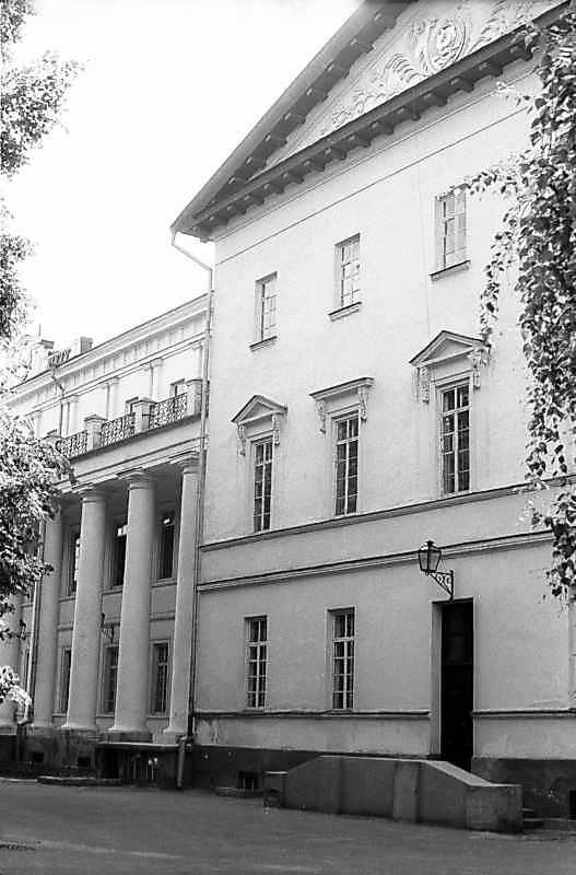 1983 р. Права частина головного фасаду