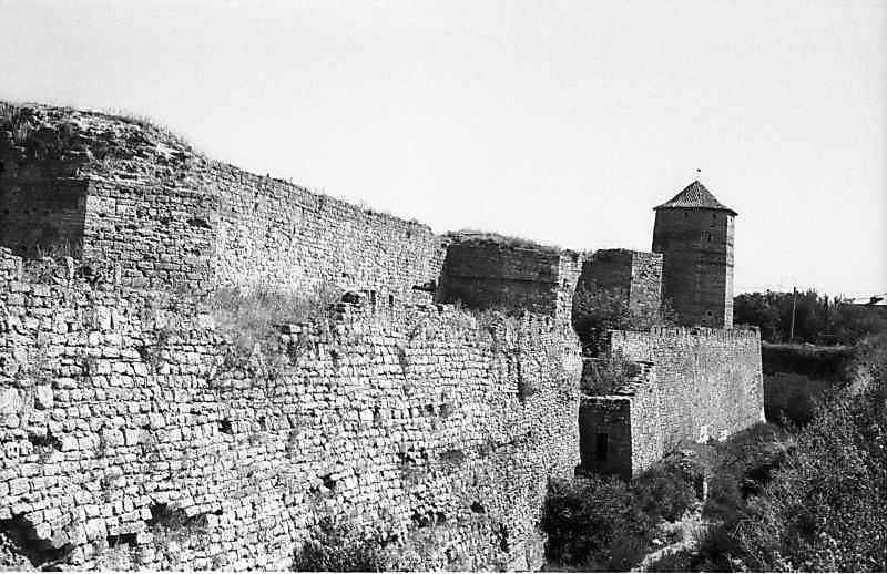 1984 р. Південний фронт з баштами 9, 8, 7, 6. Вигляд із заходу