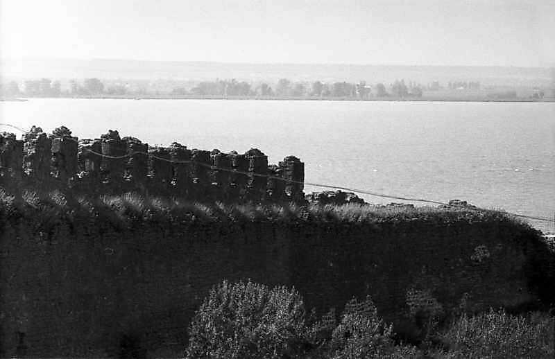 1984 р. Західна ділянка середнього муру на тлі лиману. Вигляд зі сходу