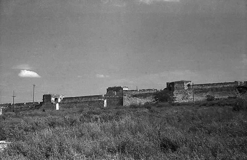 1984 р. Північна частина східного фронту з баштами 30, 31, 32. Вигляд із заходу