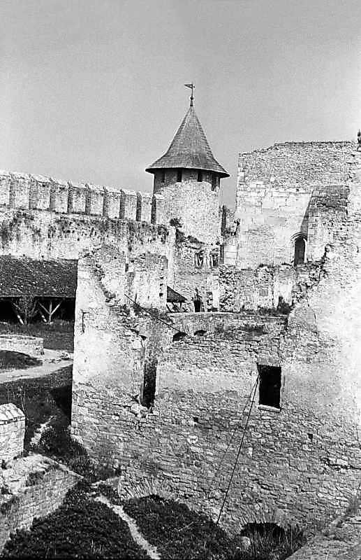 1985 р. Вигляд з півдня на тлі Комендантської башти