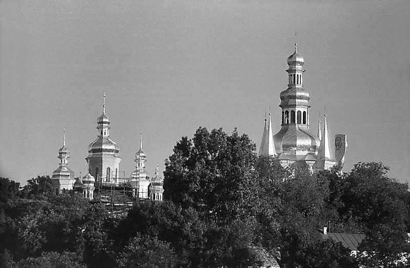 1985 р. Церква Різдва богородиці та дзвіниця. Вигляд з півночі