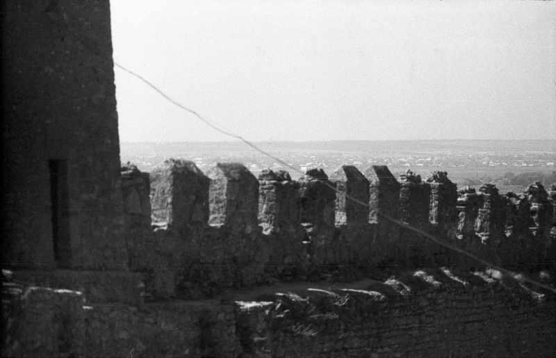 1986 р. Фрагмент башти 23 та середнього муру. Вигляд з північного сходу