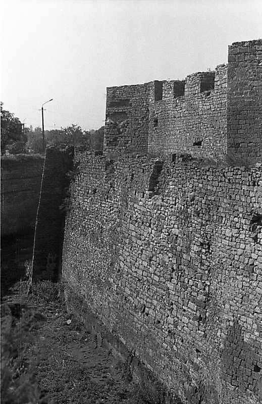 1987 р. Фрагмент муру з баштами 3, 2. Вигляд з півночі