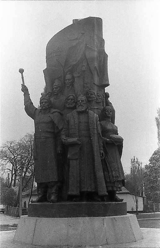 Пам'ятник возз'єднання України з Росією (2)