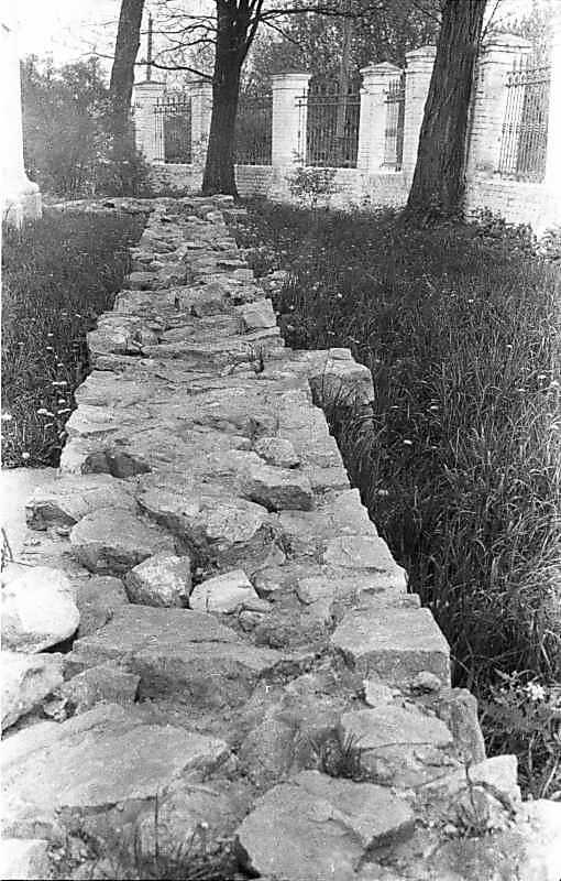 1988 р. Законсервована північна стіна давнього собору. Вигляд зі сходу