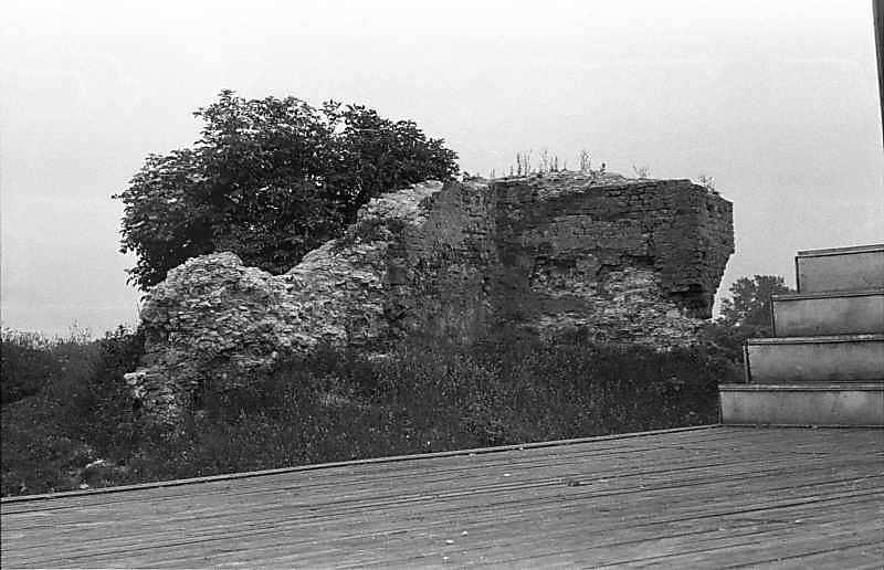 1988 р. Фрагмент чільного муру. Вигляд з північного заходу, з боку двора