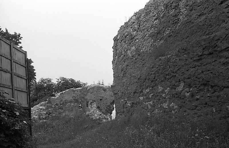 1988 р. Фрагменти чільного муру. Вигляд із заходу