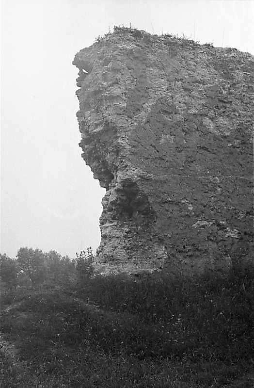 1988 р. Обрив кладки чільного муру. Вигляд з північного сходу