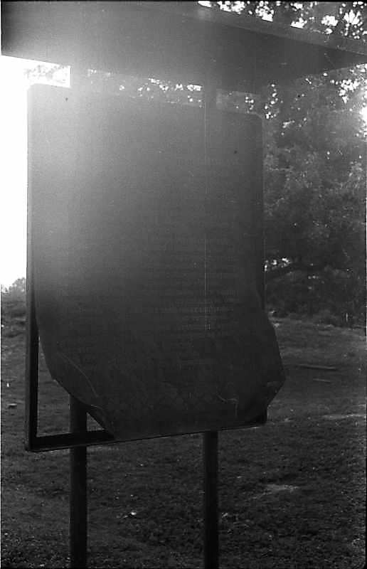 1988 р. Заіржавіла залізна дошка з інформацією про пам'ятку