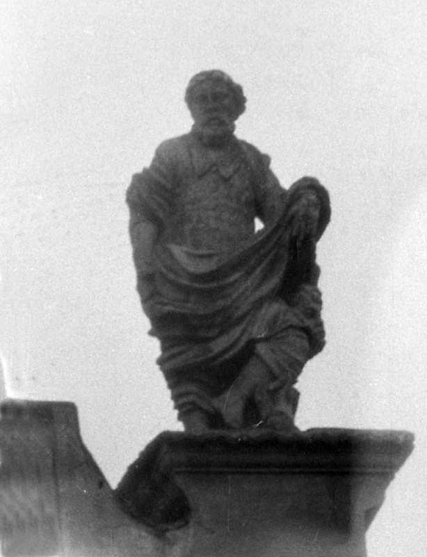 Апостол (?). Права скульптура третього ярусу