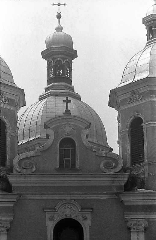 Центральний верх і фронтон