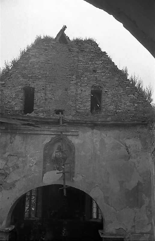 1988 р. Щипець вівтаря з 3-го ярусу башти